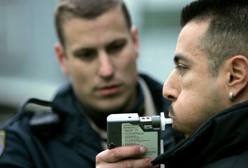 Según estadisticas de MADD a diario en todo Estados Unidos, 27 personas mueren como resultado de una persona que maneja alcoholizada.