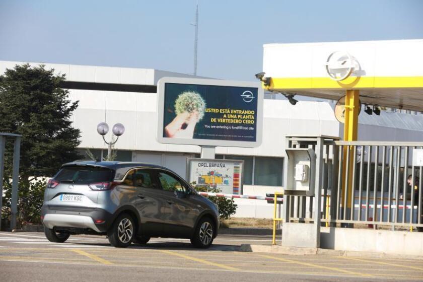 Puertas de la factoría de Opel de Figueruelas (Zaragoza). EFE/Archivo