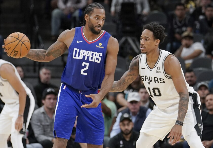 The Clippers' Kawhi Leonard is defended by the Spurs' DeMar DeRozan on Nov. 29, 2019.