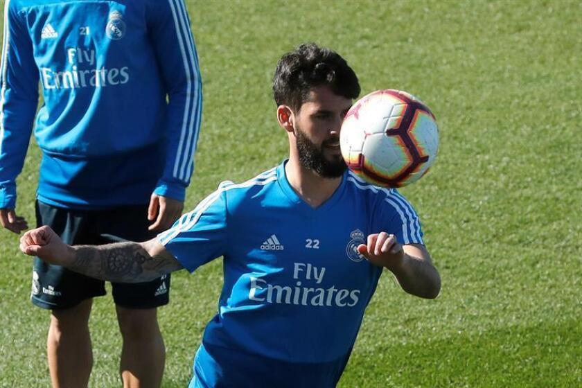 El centrocampista del Real Madrid, 'Isco' Alarcón , durante el entrenamiento realizado este viernes en la Ciudad Deportiva de Valdebebas. EFE