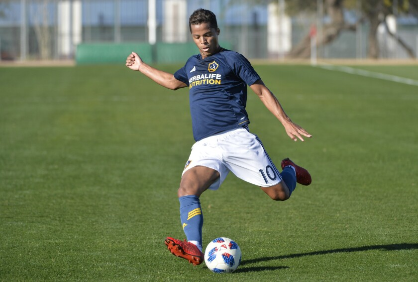 Feb 3, 2018; Tucson, AZ, USA; Los Angeles Galaxy forward Giovani dos Santos (10) passes the ball during the first half against Real Salt Lake at Kino Sports Complex.