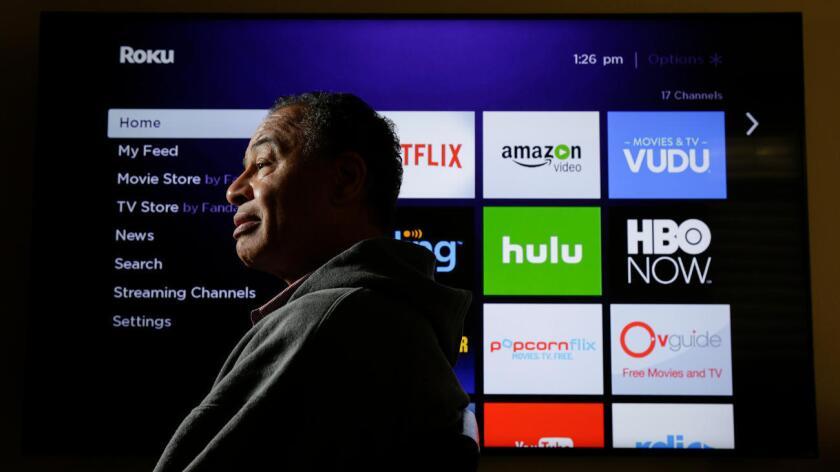 Thomas Boyd ha eliminado su servicio de Cable y ahora ha optado por una atena y una subscripción de servicio por internet. Robert Gauthier / Los Angeles Times