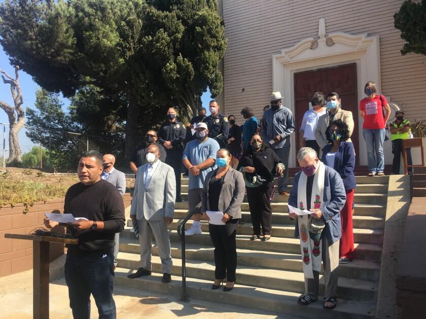 Los líderes de la comunidad  anunciaron una campaña para frenar la violencia de las pandillas