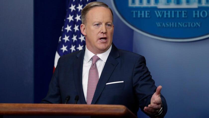 El secretario de prensa de la Casa Blanca, Sean Spicer, responde a una pregunta de los periodistas durante su primera conferencia en la sala Brady, el 23 de enero pasado (Shawn Thew / European Pressphoto Agency).