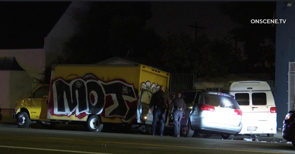 Nackte Mann festgenommen, nachdem die Polizei Verfolgungsjagd endet mit crash, einen gestohlenen van