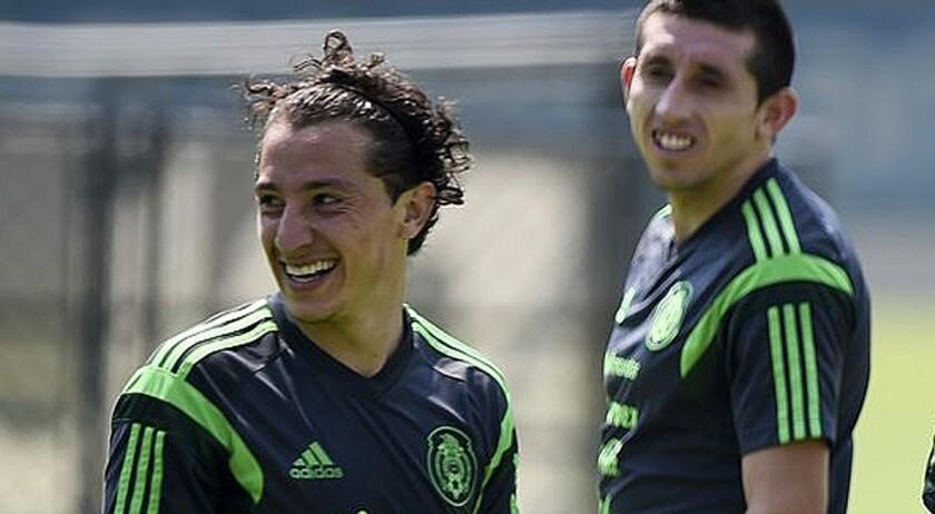Andrés Guardado (i) y Héctor Herrera, en una sesión del Tri.