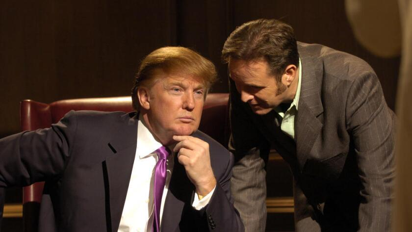 Donald Trump, el candidato a la presidencia de Estados Unidos, aparece con Mark Burnett en una de las escenas de 'The Apprentice', en el 2004. Kevin T. Gilbert / Universal Home Entertainment