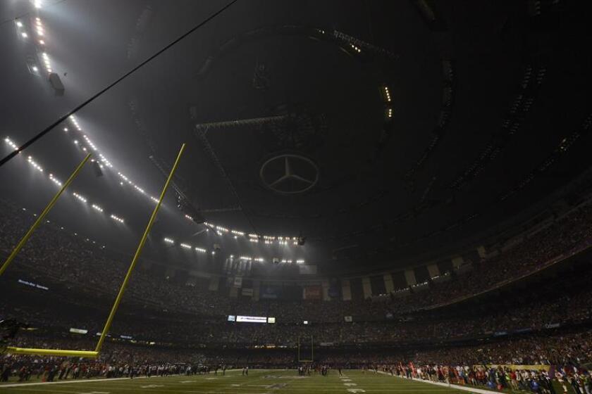 Los aficionados al fútbol americano no podrán volar sus drones en el espacio aéreo del estadio que acogerá el próximo domingo la Super Bowl, según anunció hoy la Administración Federal de Aviación (FAA). EFE/EPA/ARCHIVO