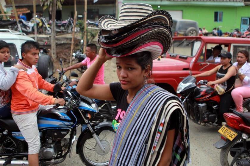 Los ministros de Exteriores de nueve países en América Central y del Sur pidieron cambios el lunes en la política migratoria estadounidense que fomenta un flujo de migrantes cubanos, que en los últimos meses han inundado la región en su ruta al norte hacia Estados Unidos.