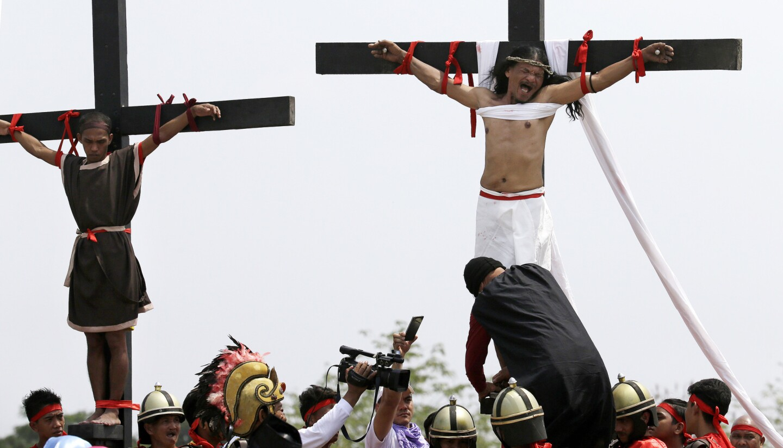 Philippines crucifixion reenactment