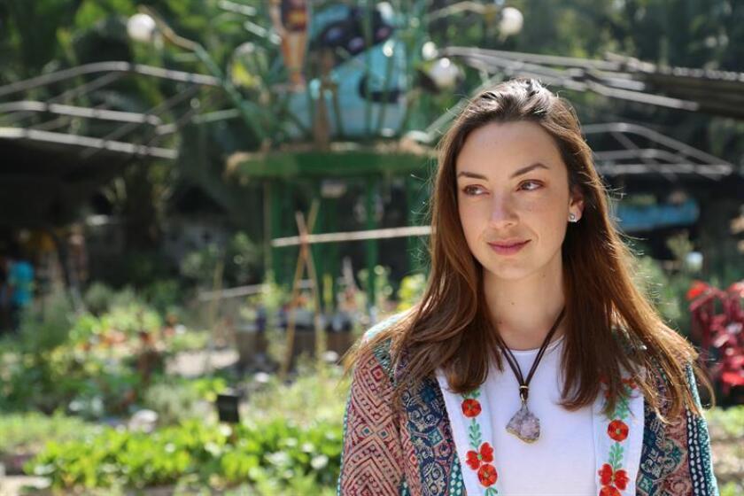 La permacultora Pilar Hernández, habla durante una entrevista con Efe el 18 de diciembre de 2018, en un huerto urbano en Ciudad de México (México). EFE