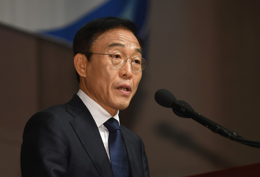 Samsung Electronics co-president Kim Ki-nam speaks as he makes a formal apology for victims of work-related diseases of its semiconductor and LCD factories in Seoul on November 23, 2018.
