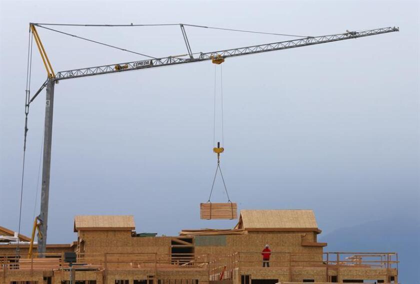 El ritmo de construcción de viviendas nuevas cayó un 18,7 % en noviembre y quedó en una tasa anual de 1,09 millones de unidades, por debajo de las expectativas, informó hoy el Departamento de Comercio. EFE/ARCHIVO
