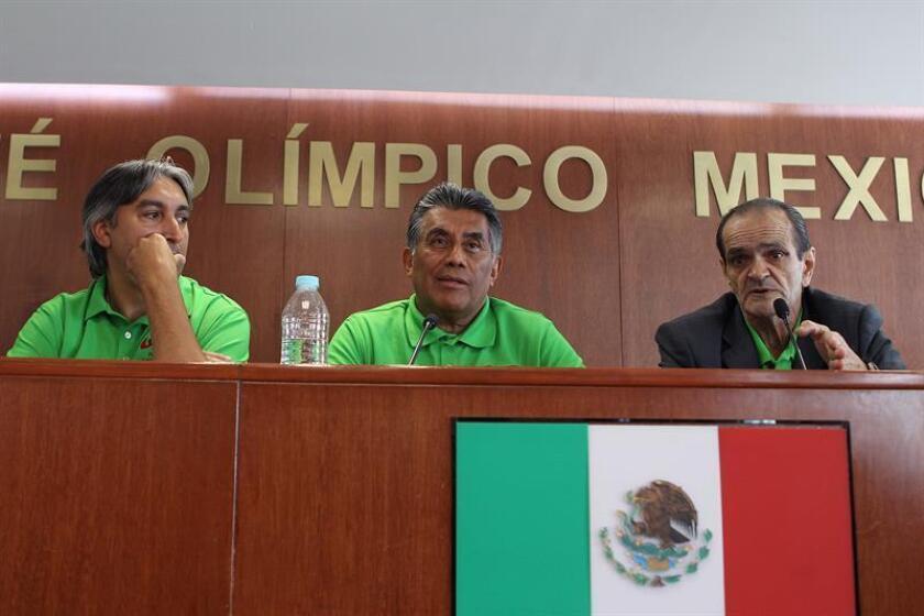 El presidente de la Federación Mexicana de Boxeo, Ricardo Contreras (c), aseguró hoy que su país apostará a los peleadores jóvenes para cumplir una buena actuación en los Juegos Centroamericanos y del Caribe de Barranquilla 2018. EFE/ARCHIVO