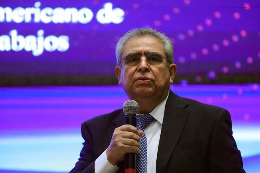 El médico José Luis Arredondo participa en una rueda de prensa este miércoles, en Ciudad de México (México). EFE