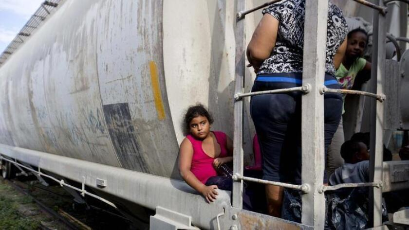 La inseguridad que generan las pandillas y el crimen organizado tiene similitud en El Salvador, Honduras y Guatemala, lo que provocó en el 2014 la ola migratoria de menores no acompañados más grande hacia Estados Unidos, superior a los 60 mil niños y jóvenes.