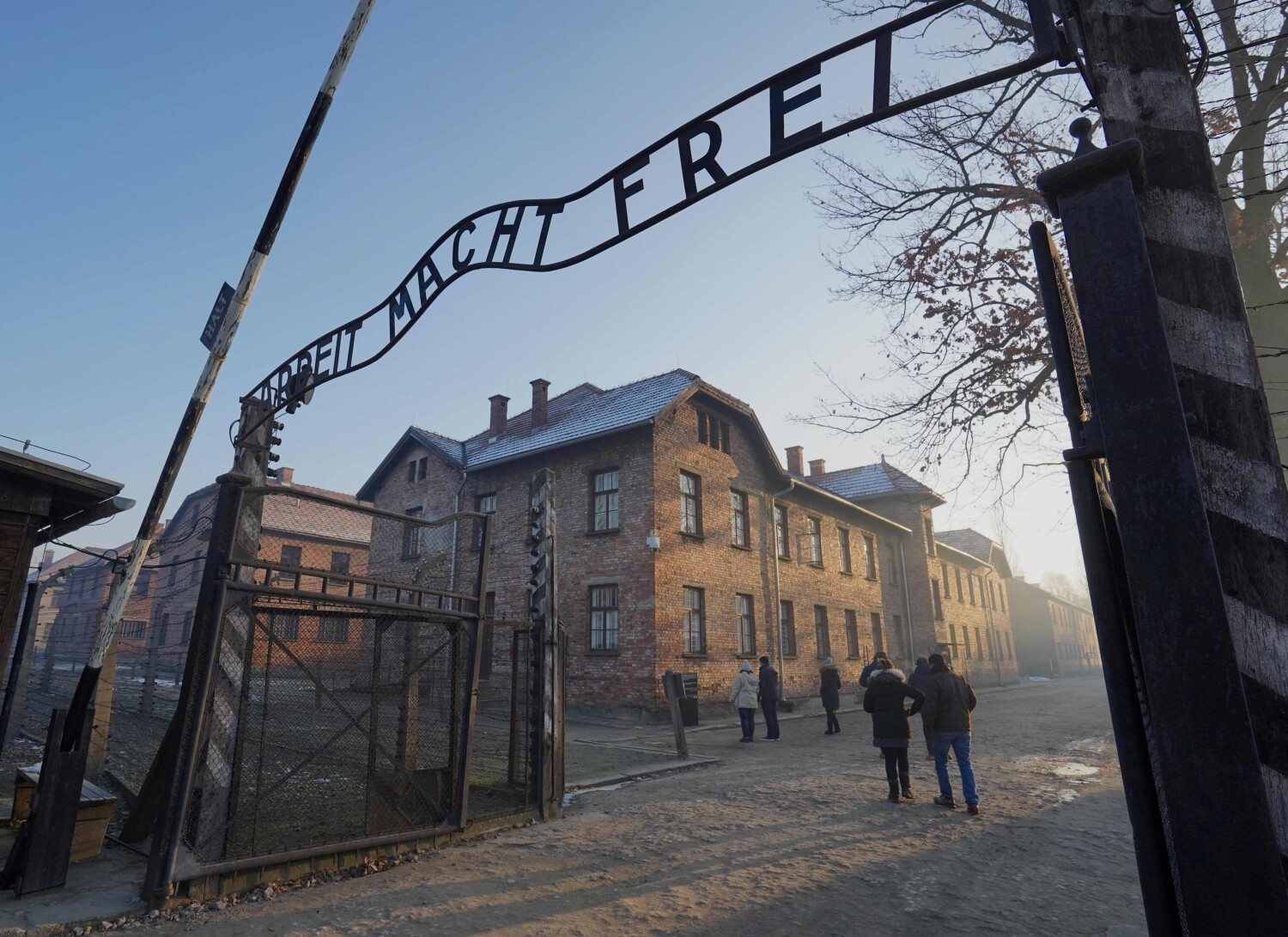 75 years after being freed from Auschwitz, he can't stop going back