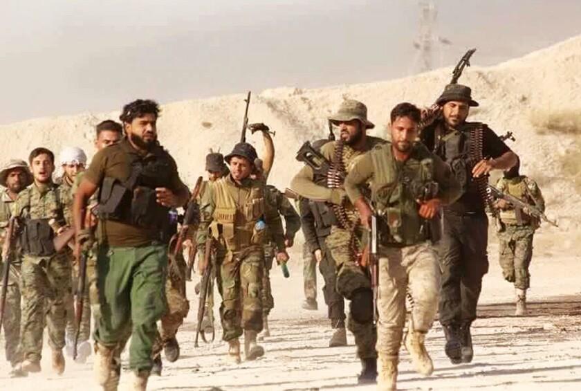 Foto de combatientes del Nuevo Ejército de Siria, rebeldes que se oponen al gobierno de Bashar Asad, en una localidad no divulgada dentro de Siria. Foto suministrada por el Nuevo Ejército de Siria el 28 de junio del 2016. Ha sido confirmada a raíz de su contenido y averiguaciones de la AP. (Nuevo Ejército de Siria vía AP)