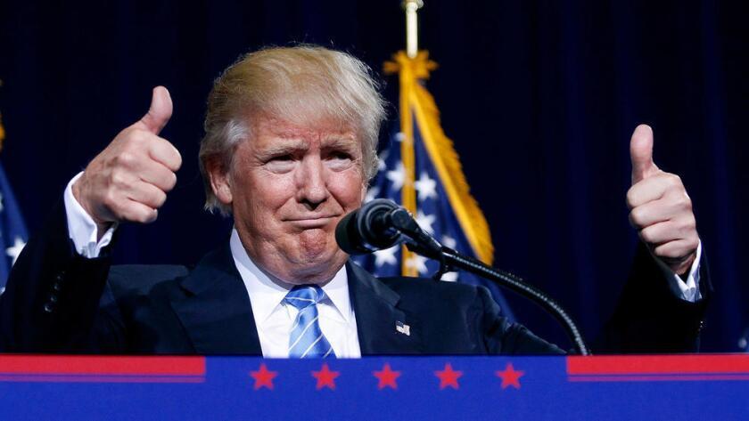 El candidato presidencial republicano Donald Trump habla durante un acto de campaña en la Arena Xfinity de Everett, el 30 de agosto de 2016, en Everett, Washington. (Evan Vucci / AP).