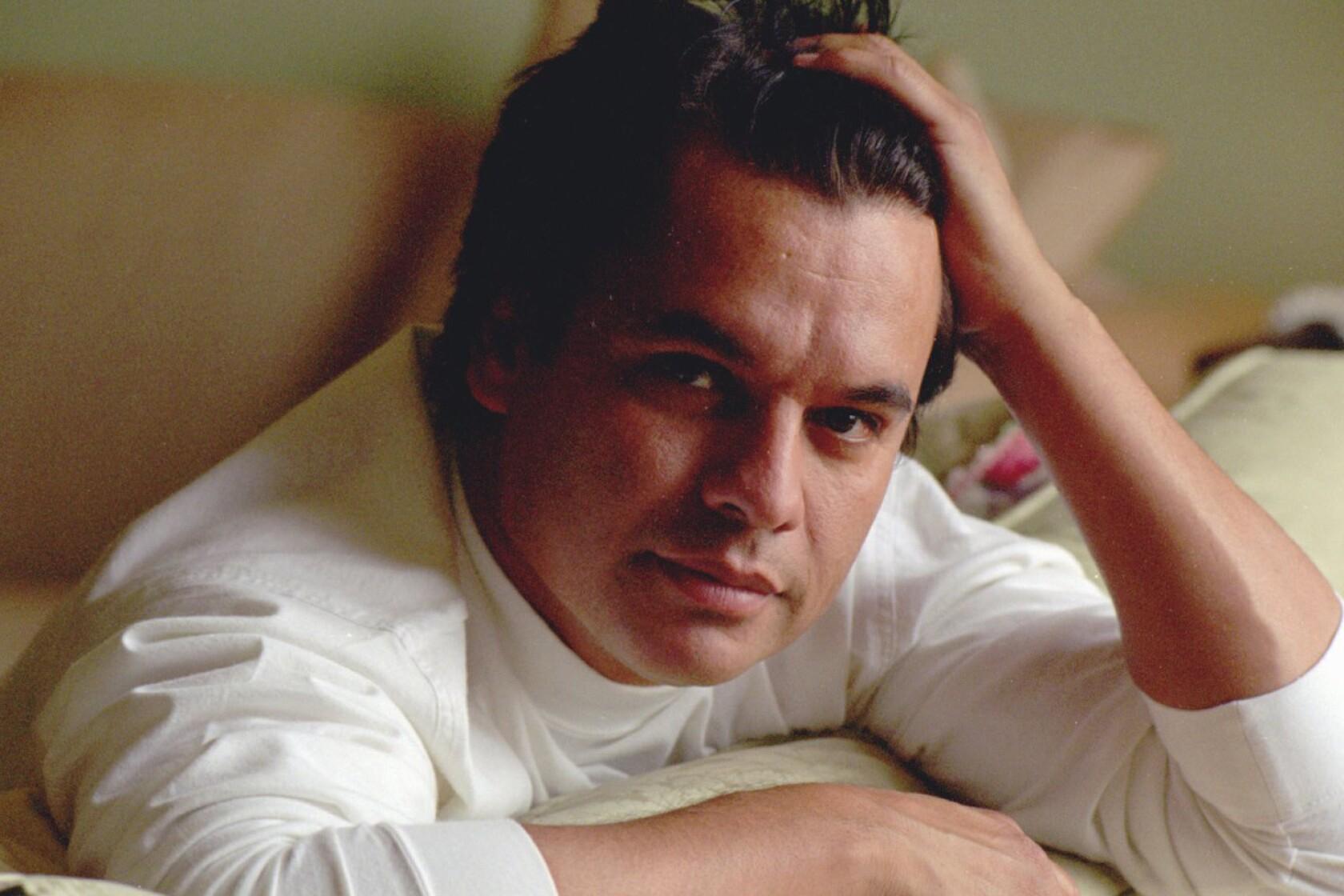 Juan Gabriel, superstar Mexican singer and songwriter, dies