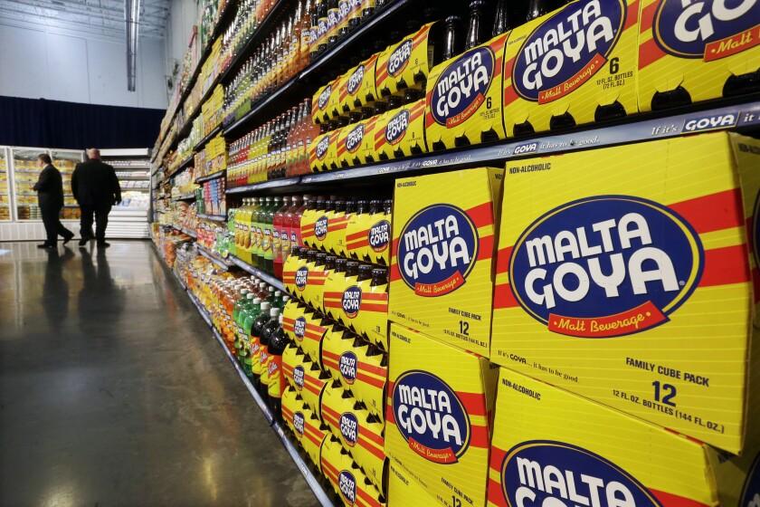 Productos alimenticios Goya exhibidos en la nueva sede de la empresa en Jersey City, Nueva Jersey