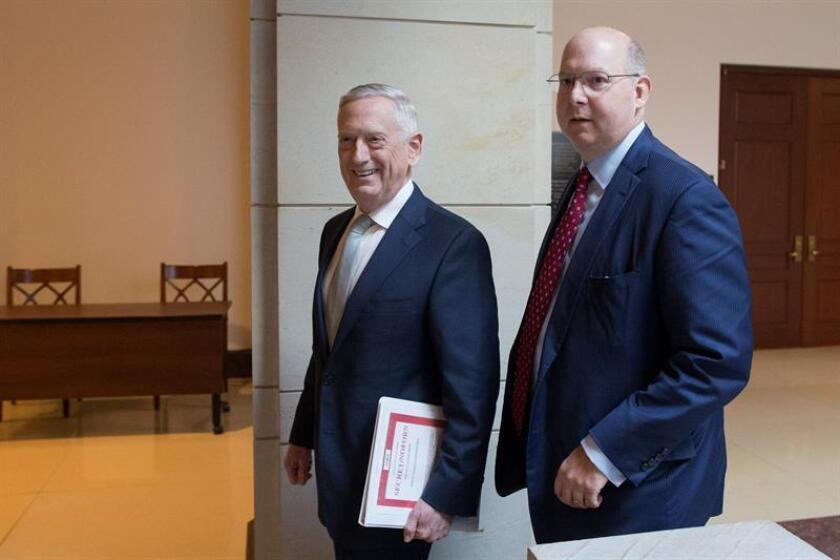 Defense Secretary James Mattis (l) appears before reporters after meeting with senators at the Capitol on Nov. 28, 2018, to brief them on US intelligence assessments of the killing of Jamal Khashoggi. EFE-EPA/Michael Reynolds