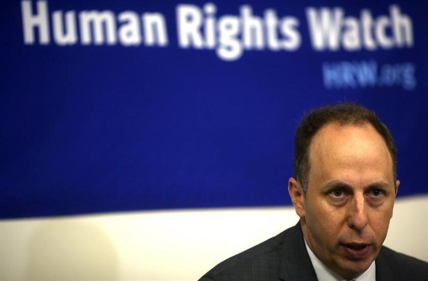 """La organización Human Rights Watch (HRW) aseguró hoy que el presidente de Guatemala, Jimmy Morales, """"debe cumplir"""" con la orden judicial emitida por la Corte Constitucional del país y permitir que regrese a territorio guatemalteco el titular de la Cicig, Iván Velásquez. El director general de la división de las Américas de HRW), Daniel Wilkinson. EFE/ARCHIVO"""