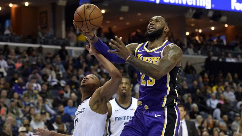 Los Angeles Lakers forward LeBron James (23) drives to the basket against Memphis Grizzlies guard Av
