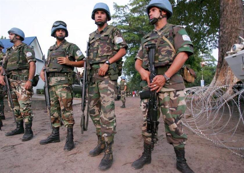 """Naciones Unidas inició una investigación especial sobre el peor ataque de su historia reciente a sus fuerzas de paz, ocurrido el pasado 7 de diciembre en la República Democrática del Congo y en el que murieron 15 """"cascos azules"""" tanzanos, 43 quedaron heridos y uno permanece desaparecido. EFE/ARCHIVO"""