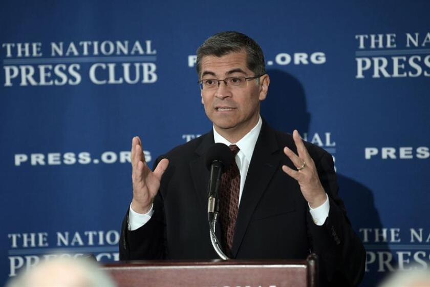 El fiscal general de California, Xavier Becerra, habla en una conferencia de prensa. EFE/Archivo
