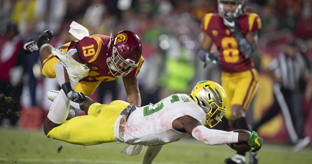 Commentary Pac 12 S Football Schedule Doesn T Quite Fit Bill Los Angeles Times