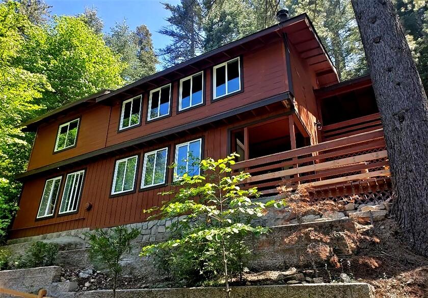 Cabin at 28387 Larchmont Lane in Lake Arrowhead