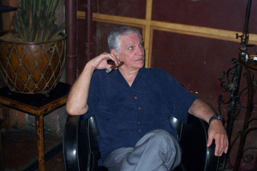 El periodista y amante de la música tropical Manny González en uno de sus entornos favoritos.