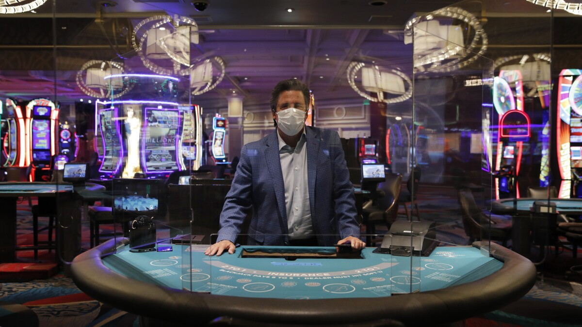 Las Vegas, shut down by coronavirus, readies for reopening - Los Angeles  Times