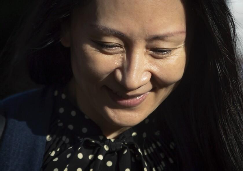 Meng Wanzhou, directora financiera del gigante tecnológico chino Huawei Technologies, sale de su casa en Vancouver el viernes, 24 de septiembre del 2021. (Darryl Dyck/The Canadian Press vía AP)