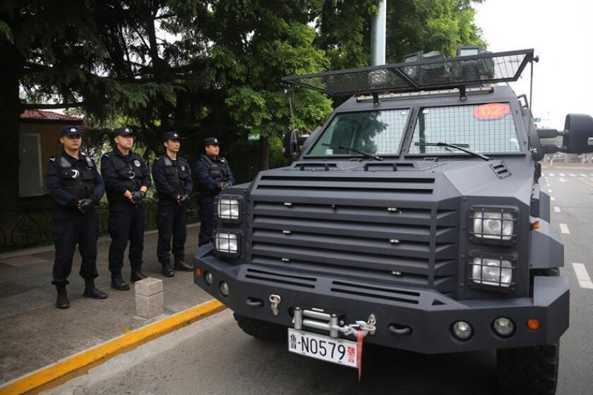 Policías patrullan los alrededores de la 18? Cumbre de la Organización de Cooperación de Shanghai (OCS), el viernes 8 de junio de 2018, en la ciudad de Qingdao, provincia de Shandong (China). EFE/Archivo