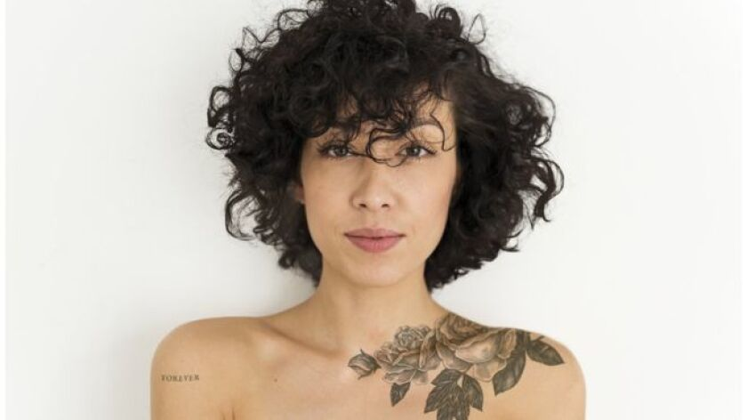 Si una persona se arrepiente y quiere deshacerse de un tatuaje es poco lo que puede hacer, aparte de someterse a un costoso tratamiento con rayos láser que no siempre es efectivo.