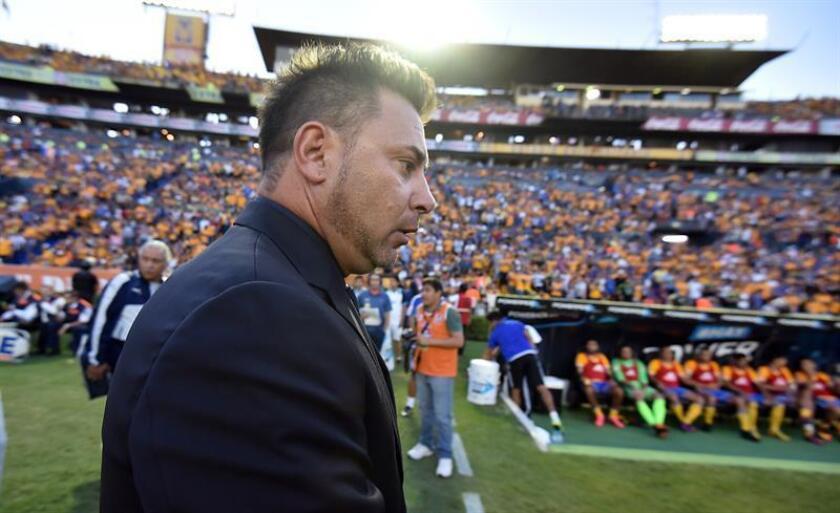 El argentino Antonio Mohamed, entrenador de los Rayados del Monterrey, espera que su equipo abra el marcador en su duelo de mañana ante el Cruz Azul en la tercera jornada del Clausura mexicano. EFE/ARCHIVO