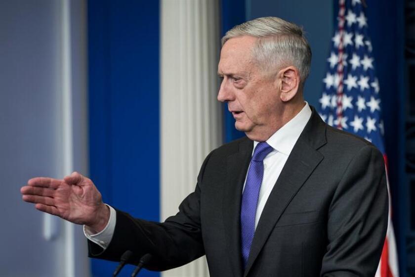"""El secretario de Defensa, James Mattis, afirmó hoy que su departamento y el de Seguridad Nacional han alcanzado un acuerdo para evitar la deportación de aquellos """"soñadores"""" (jóvenes indocumentados que llegaron al país de niño) que actualmente formen parte de las Fuerzas Armadas. EFE"""