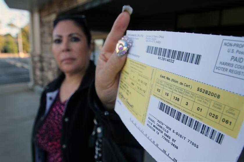 Tres agencias de Arizona acordaron enviar formularios para registro de votantes en inglés y español a unos 300.000 electores que los habían contactado previamente, se informó hoy. EFE/ARCHIVO