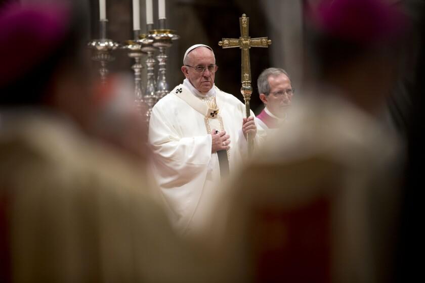El papa Francisco celebra la misa en la Basílica de San Pedro en el Vaticano. (AP Foto/Andrew Medichini)