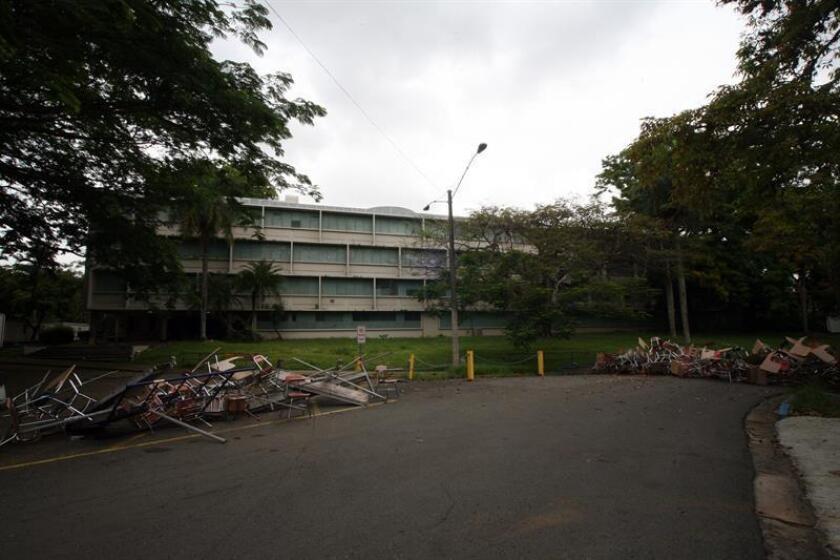 Los estudiantes de la Universidad de Puerto Rico en huelga desde hace más de 30 días han convertido el recinto de San Juan en su hogar, donde viven como una familia, cultivan un huerto, celebran foros de cine, pintan murales y tienen su propia estación de radio. EFE/Archivo