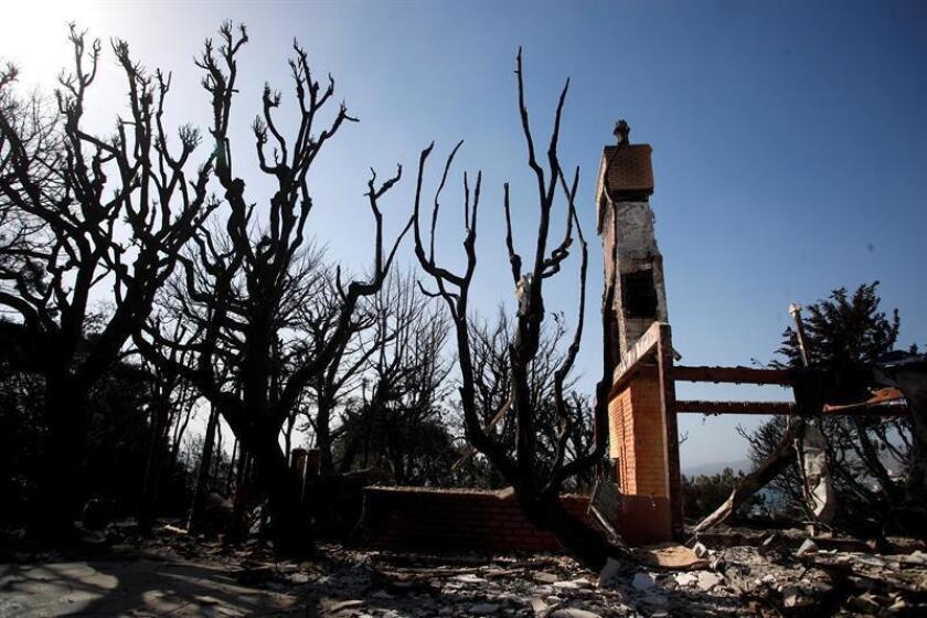 El incendio más mortífero de la historia del estado de California (EE.UU.), que se ha cobrado la vida de al menos 85 personas y ha arrasado decenas de miles de viviendas, se encuentra ya totalmente bajó control, informaron hoy las autoridades. EFE/Archivo