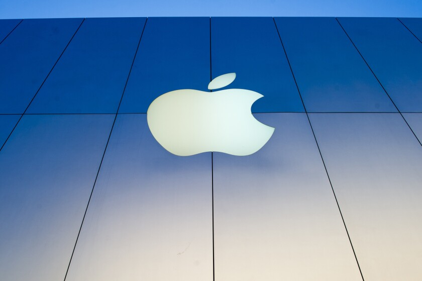Apple, which is preparing for next week's Worldwide Developers Conference, has put up a banner with the number seven.