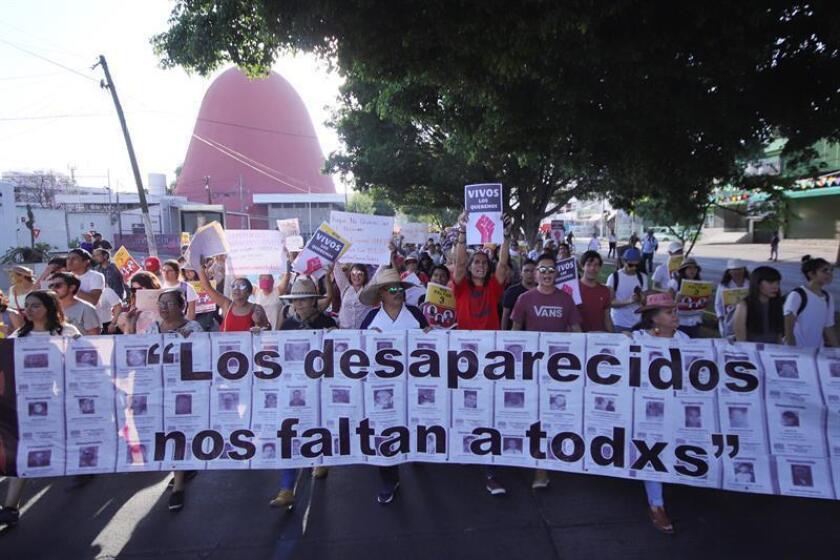 Miles de personas protestan el sábado 24 de marzo de 2018, en la ciudad de Guadalajara, Jalisco (México). EFE