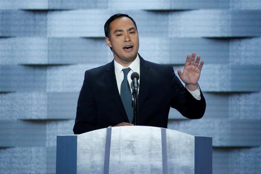 El representante por Texas Joaquin Castro en el último día de la Convención Nacional Demócrata (DNC), el jueves 28 de julio de 2016, en el Centro de Wells Fargo en Filadelfia, Pensilvania (EE.UU). EFE/Archivo