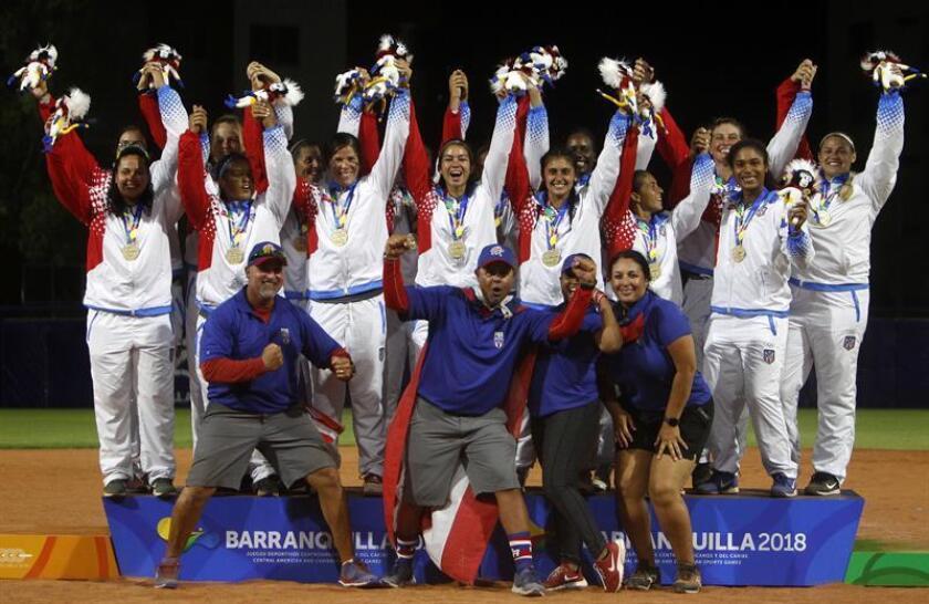 La selección puertorriqueña de sóftbol fue registrada este jueves al posar con la medalla de oro frente de los XXIII Juegos Centroamericanos y del Caribe, en Barranquilla (Colombia). Las boricuas se impusieron 4 carreras por 2 a la selección mexicana. EFE