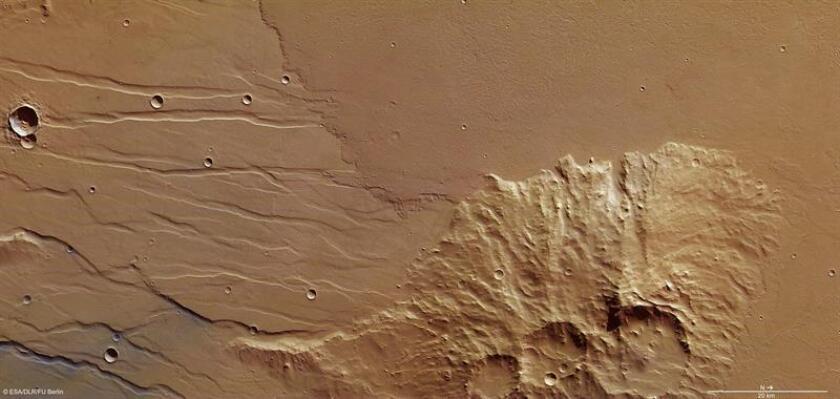"""Fotografía facilitada por la Agencia Espacial Europea (ESA) de extintos ríos de lava en Marte que provienen de volcanes que estuvieron activos hace """"decenas de millones"""" de años. EFE/Björn Schreiner - Fu Berlin/SOLO USO EDITORIAL"""