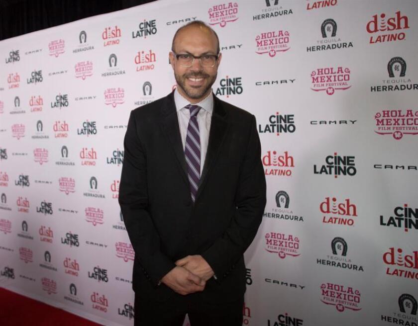 El director y fundador del festival, Samuel Douek, posa en la alfombra roja de la inauguración de la décima edición del festival de cine Hola México en Regal Cinemas en Los Ángeles (EE.UU.). EFE