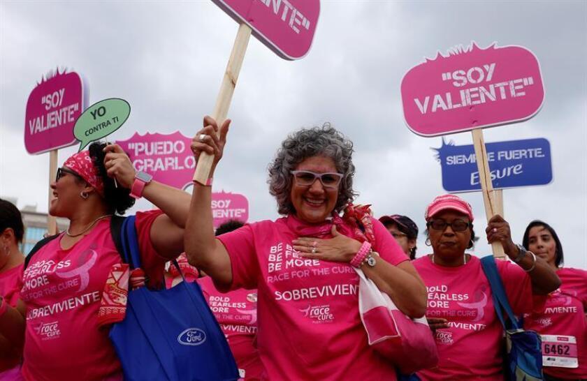 """Mujeres sobrevivientes de cáncer de seno participan en la XIII edición del """"Race for the Cure"""" en San Juan (Puerto Rico). EFE/Puerto Rico"""